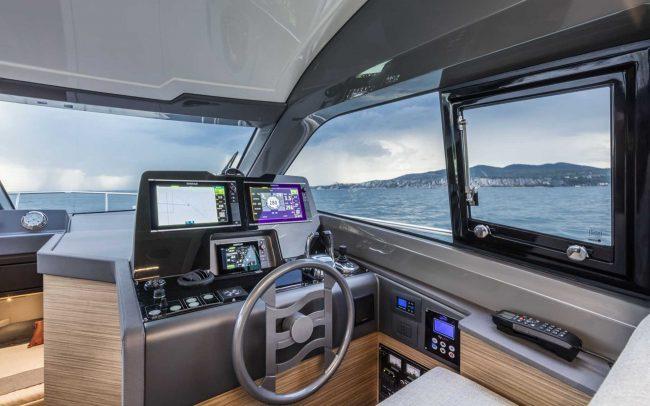 Ferretti Yachts 450 main deck