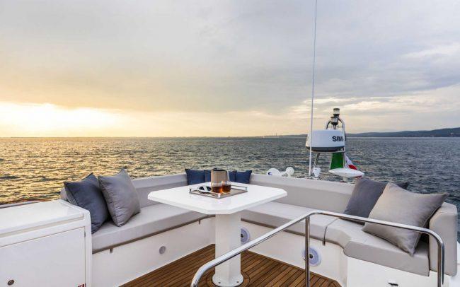 Ferretti Yachts 450 sun deck