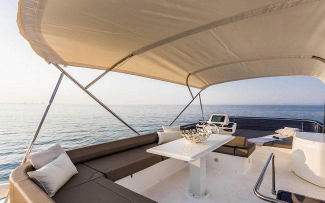 Ferretti Yachts 550 flybridge