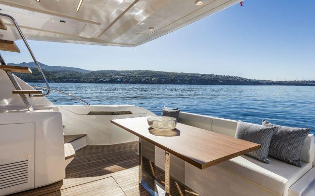 Ferretti Yachts 550 main deck