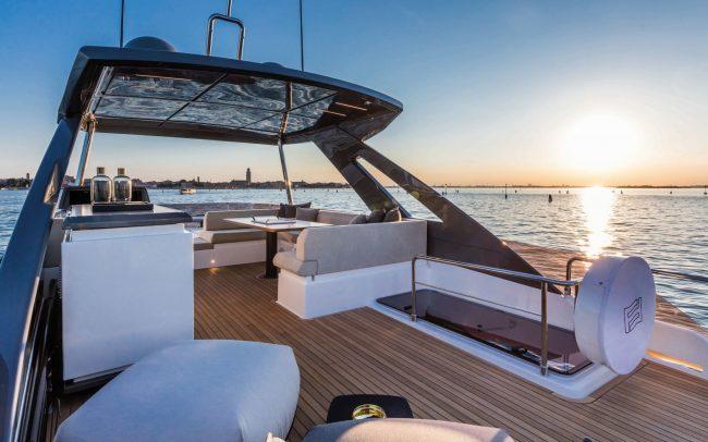 Ferretti Yachts 670 sun deck