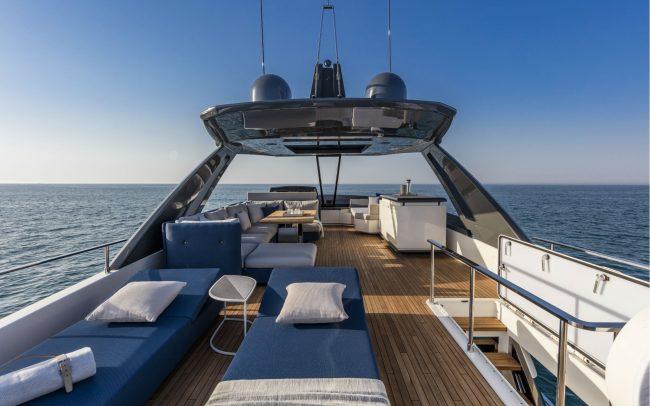 Ferretti Yachts 780 cruising