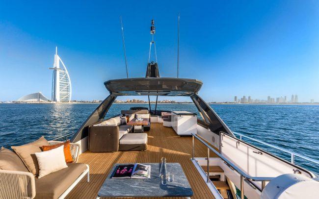 Ferretti Yachts 780 sun deck
