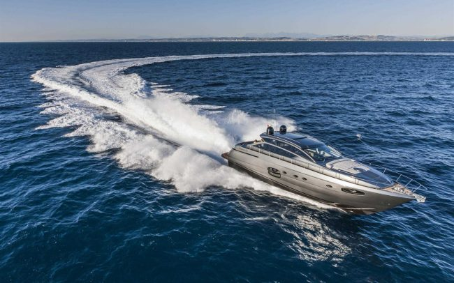 Pershing 62 cruising