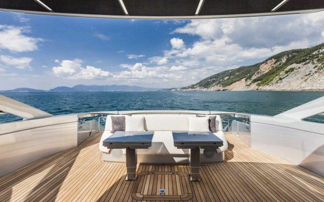 Pershing 70 sun deck