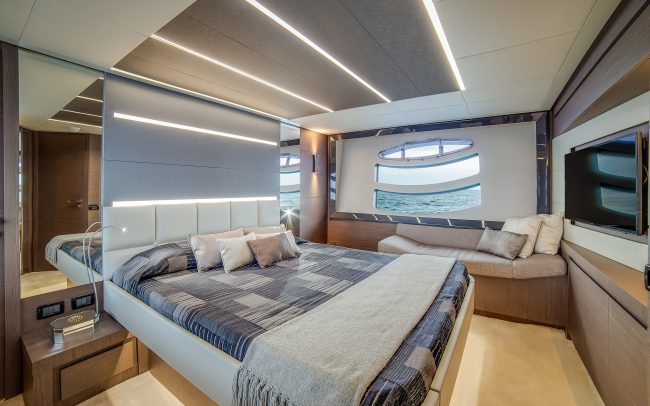 Pershing 74 lower deck