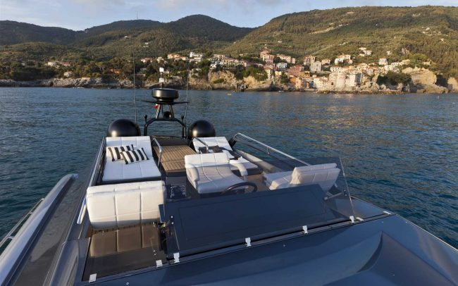 Pershing 74 sun deck
