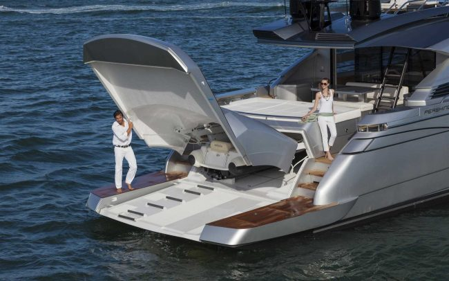 Pershing 82 sun deck