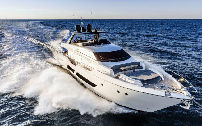 Ferretti Yachts 850 Cruising