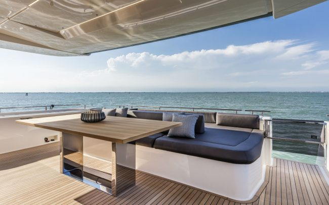 Ferretti Yachts 850 Sun Deck