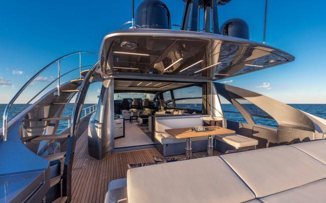 Pershing 8x sun deck