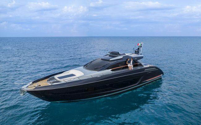 Riva 66' Ribelle cruising