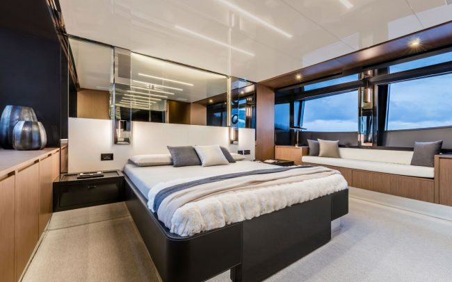 Riva 76' Perseo lower deck