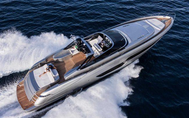 Riva 88' Florida cruising