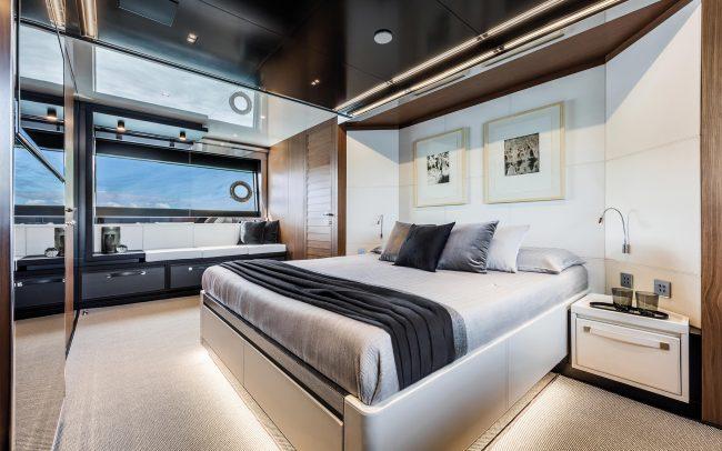 Riva 90' Argo lower deck